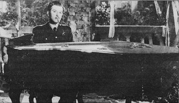 Dangerous Moonlight (1941)